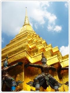 วัดพระแก้วและพระบรมหาราชวัง จาก : http://www.thaiweekender.com/index.php/watphrakaew.html