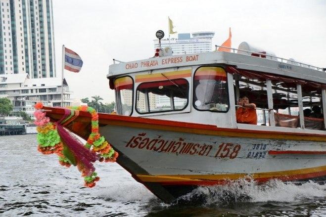 การเดินทางไปยังวัดพระแก้ว และพระบรมมหาราชวัง จาก : http://www.pattayaconcierge.com/th/bangkok/info/how-to-go-to-temple-of-emerald-buddha.php