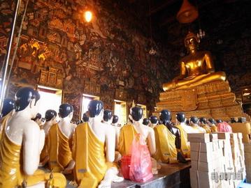 วัดสุทัศน์ กับมุมมองเสาชิงช้า จาก : http://www.oknation.net/blog/loongdali/2012/06/01/entry-1